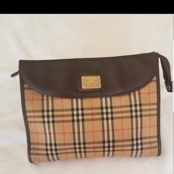 Burberry Handbags - Authentic Burberry clutch bag 0e179e09c4c12